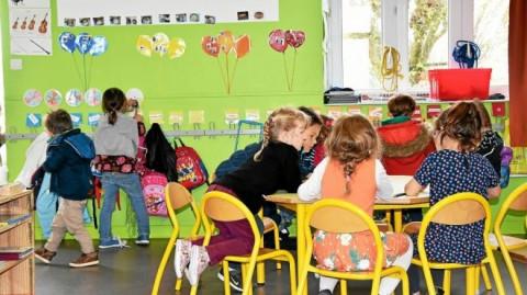 CLEDER - Montessori. Dans une classe bilingue à Cléder
