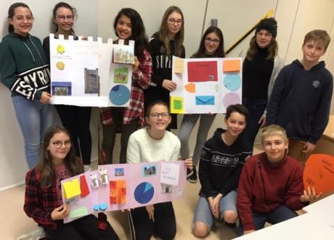 """SAINTE-ANNE-D'AURAY - Les élèves bilingues de 5ème créent des """"Lapbooks""""!"""