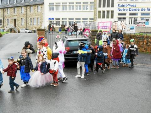 PERROS-GUIREC - Les enfants de l'école Saint-Yves font leur carnaval