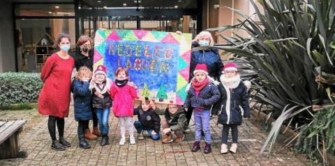 LANNILIS - Les élèves du Sacré-Cœur réalisent une affiche de Noël pour les anciens de Kermaria à Lannilis