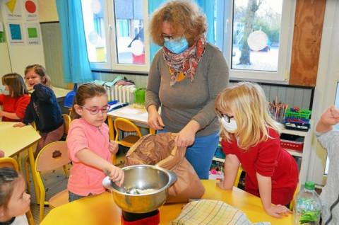 LANNILIS - À l'école du Sacré-Cœur, les apprentis boulanger à l'ouvrage