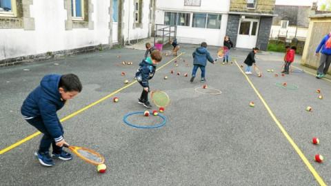 ROSTRENEN - Initiation au tennis à l'école Notre-Dame