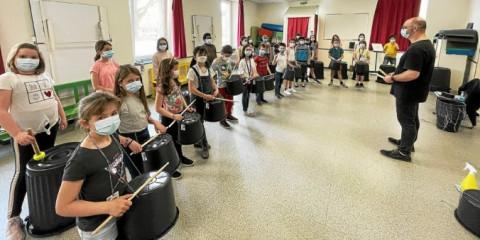 LANNION - Découverte de la musique bretonne à l'école Jeanne-d'Arc
